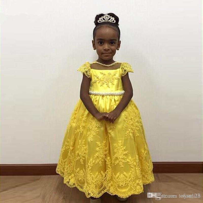 Principessa Perle Appliques giallo Flower Girl Dress con bow Sash Lunghezza al ginocchio O-collo Custom Made Ball Gowns per Little Baby