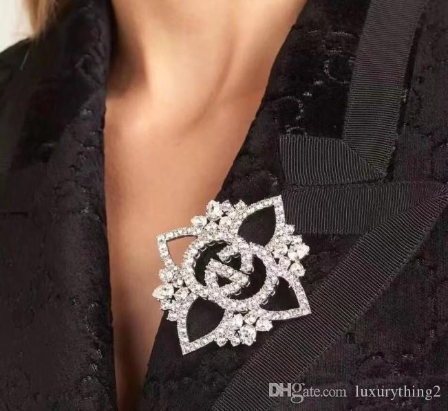 Fashion new style water drill brooch, high - grade suiting corsage with clothing accessories brooch
