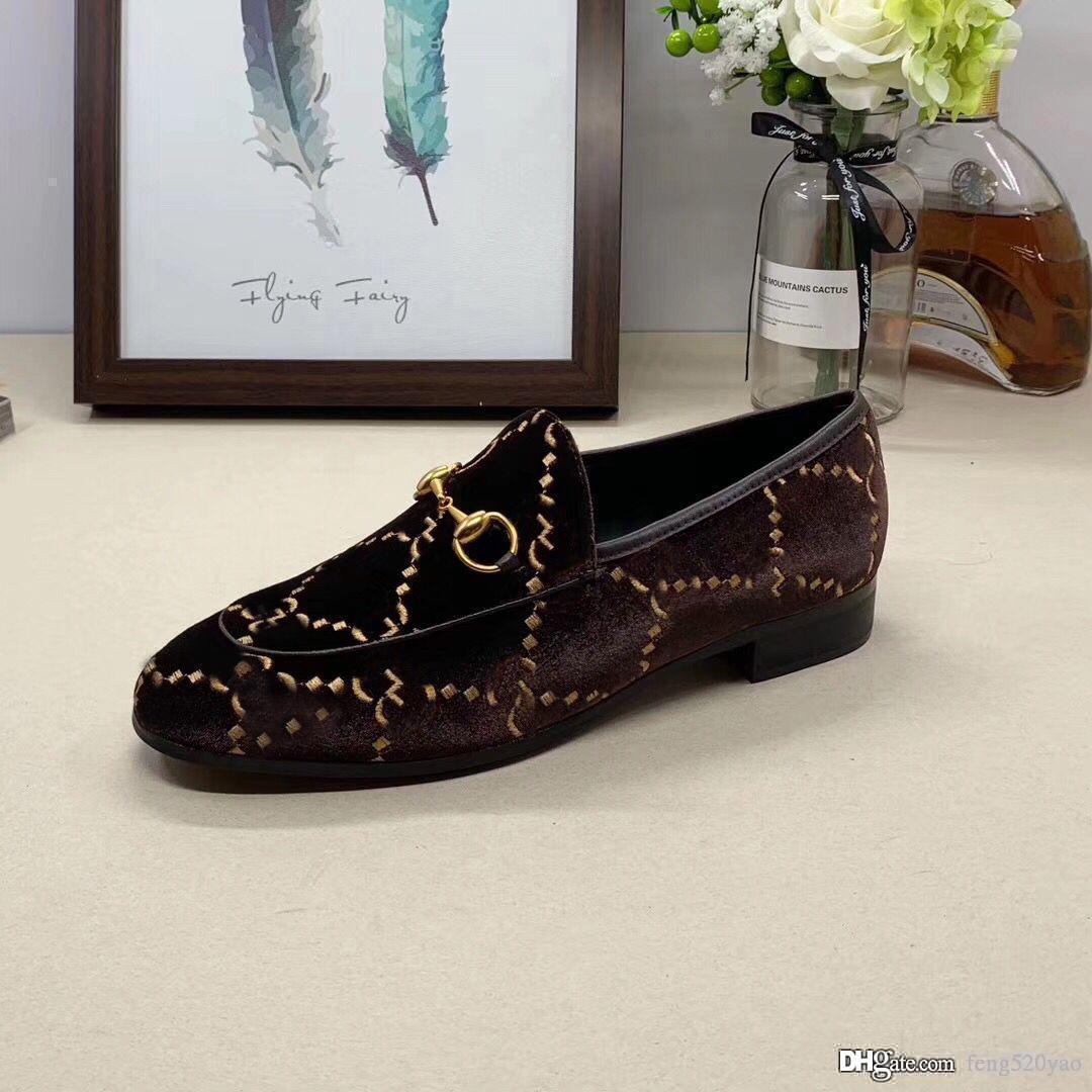 Klasik Kadınlar Düz Tasarımcı Elbise Ayakkabı 100% Otantik Inek Derisi Metal Toka Lady Deri Mektup Rahat Ayakkabı Katırları Princetown Erkekler Trample Tembel Loafer'lar Büyük Boy 34-46
