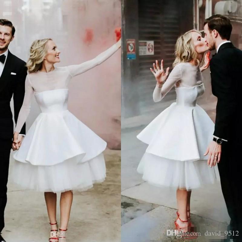 2019 Manches Longues Pas Cher Blanc Robes De Mariée Jewel Genou Longueur Niveaux Jardin Pays Robes De Mariée Robe De Mariée Plus La Taille 70