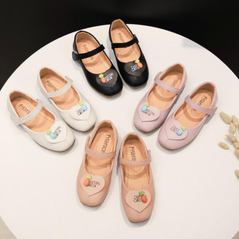 Nova Primavera-Verão Crianças calçados casuais Meninas Sandals Sequins dos desenhos animados Princesa Desempenho sapatos de couro meninas de dança