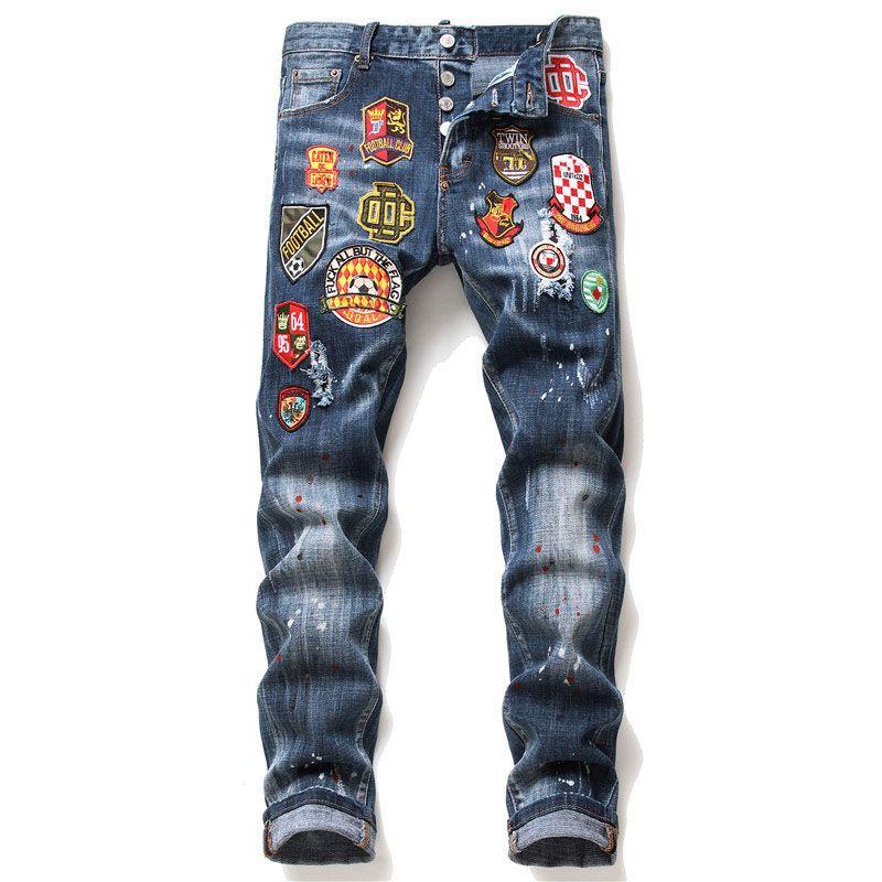 Einzigartige Mens Badge Slim Fit Jeans Mode dünne gewaschene ausgefranste Motorrad-Denim-Hosen Hip Hop Biker Hosen 1063