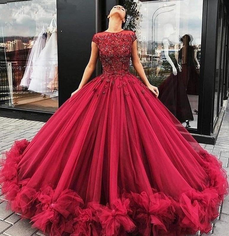 Borgoña rizada de baile vestidos formales 2020 con cuentas Liastublla hinchada del cordón floral del diseño del cordón del tutú de cuerpo entero vestido de noche de desgaste
