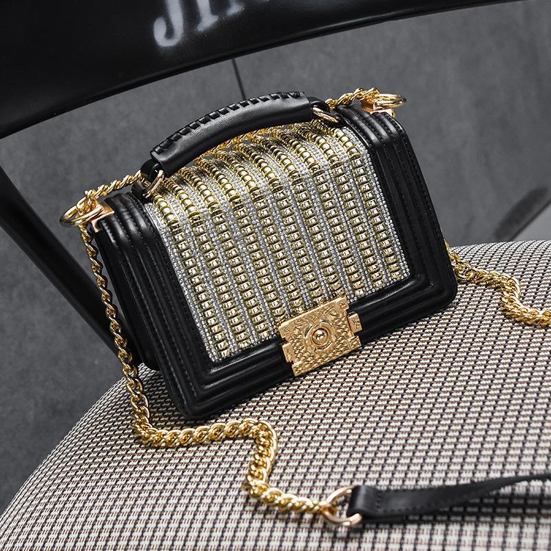 빈티지 여성의 새로운 패션 금속 다이아몬드 체인 골든 잠금 경사 어깨 가방 다이아몬드 리벳 여성 크로스 바디 백