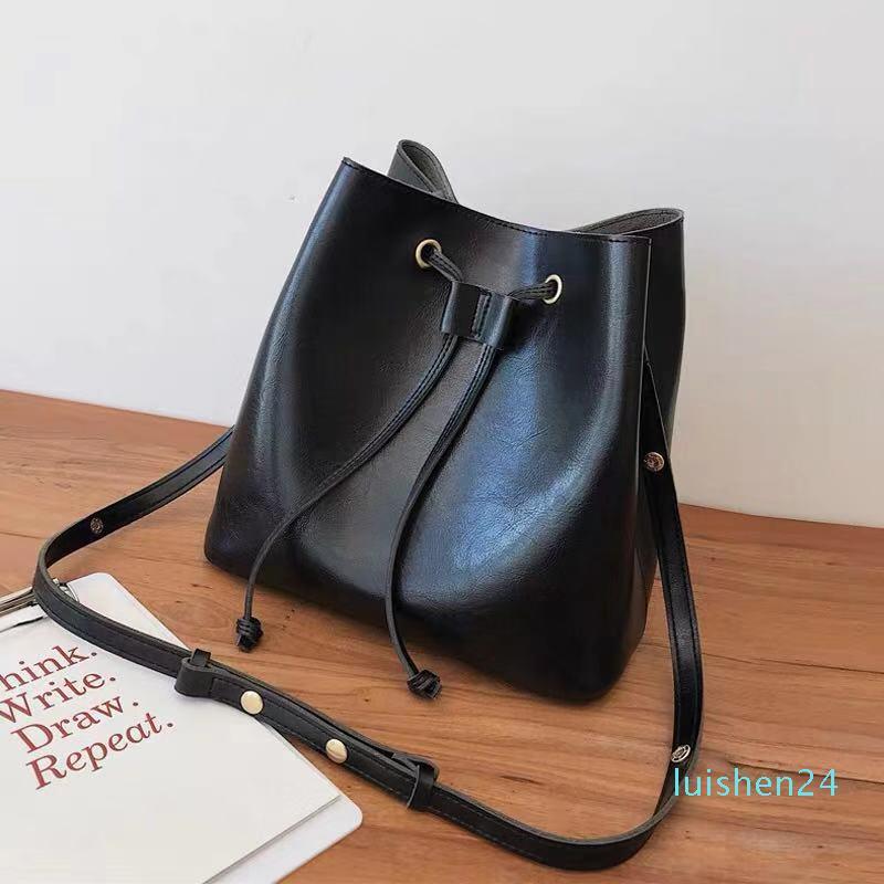 Vente en gros pour les femmes Drawstring sac à bandoulière de mode en cuir classique fourre-tout pour dame sacs à main sac presbytes bagl24 messager bourse
