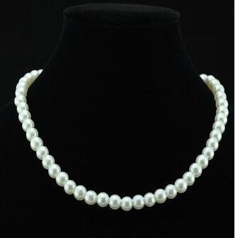 Chic Einzelstrang Faux-nachgemachte Perlen 6mm Perlen-Schellfisch-Aussagen-Halskette Schmuck Geschenk Art und Weise der Frauen kurzkettiger edlen Schmuck für Frauen