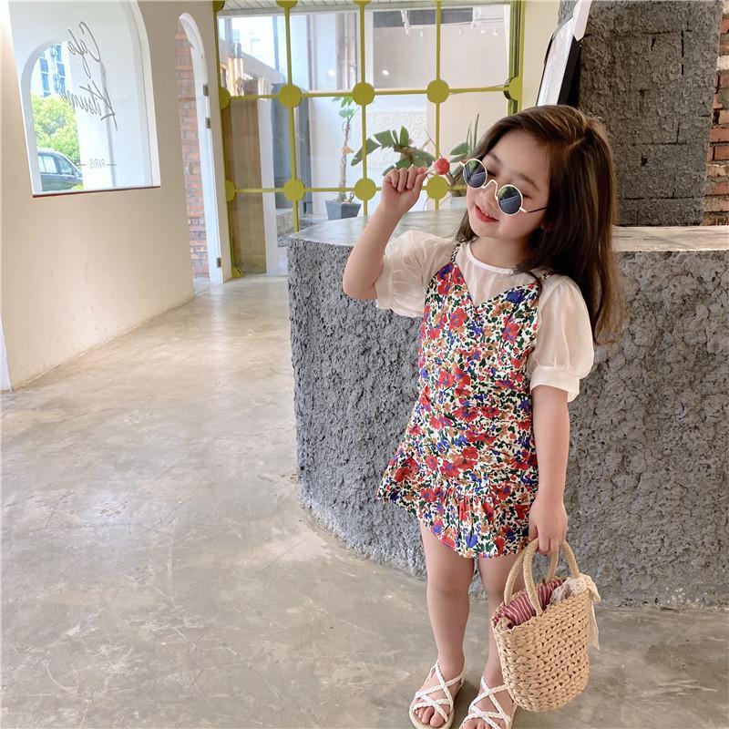 Estate nuovi insiemi dei vestiti di arrivo stile coreano del tutto-fiammifero manica corta t-shirt con i fiori bretella del vestito per la principessa bambina