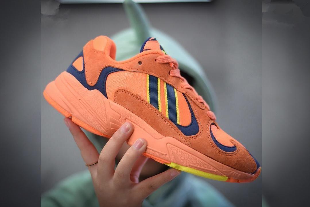 Dragon Ball Z x YUNG-1 OG Goku Hommes Femmes Chaussures de course Chaussures Blanc Orange Violet Noir Sport Chaussures de sport Kanye West 700