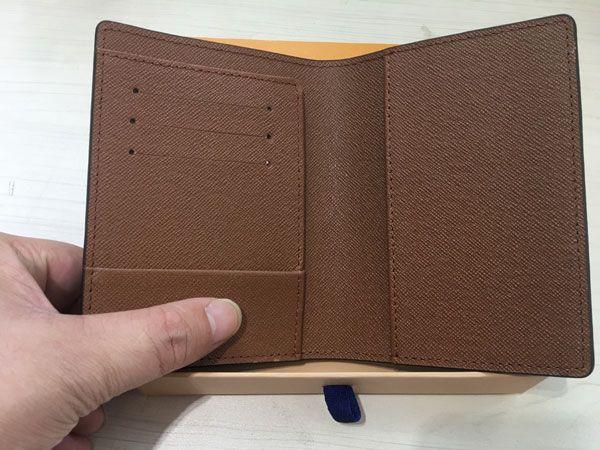 Con Box Mens Passport Wallet 2018 Porta carte da uomo in pelle Borsa da donna Cover per i passaporti Carteira Masculina