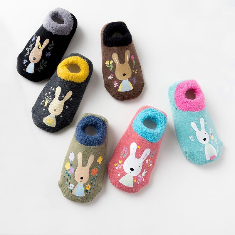 القطن الطفل بنين بنات الجوارب المطاطية زلة مقاومة الجوارب الكلمة الكرتون الرضع الاطفال الحيوان الجوارب الشتاء الخريف رشاقته الأحذية الدافئة