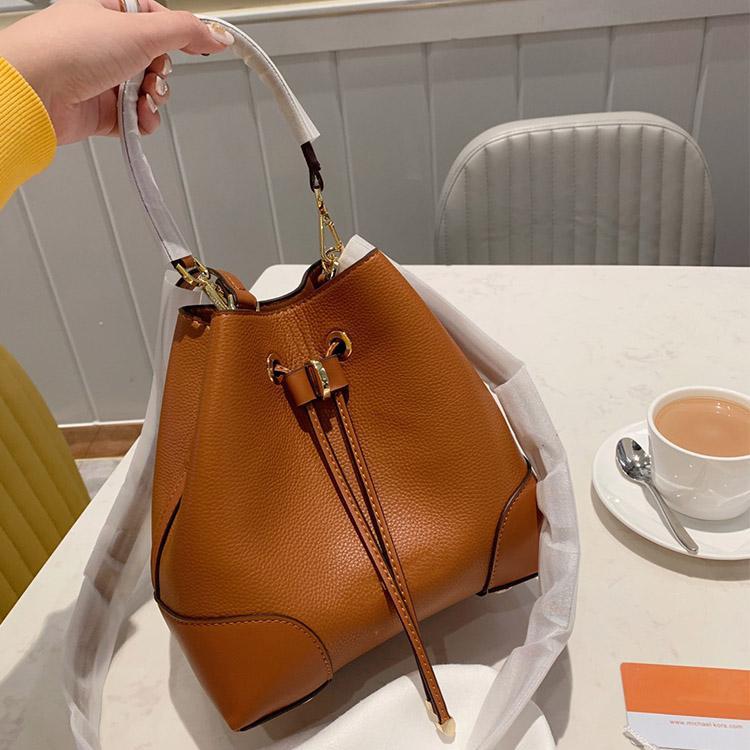 2020 nuevas señoras de la manera del bolso del diseñador de la marca totalizadores Cubo Bolsa con cordón en forma de barril de Crossbody del hombro Bolsas 22cm envío libre 9527