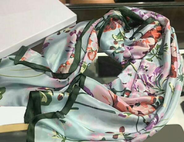 Alta calidad 2019 Moda otoño e invierno marca bufandas de seda atemporal clásico, súper larga bufanda de seda suave de las mujeres de la moda