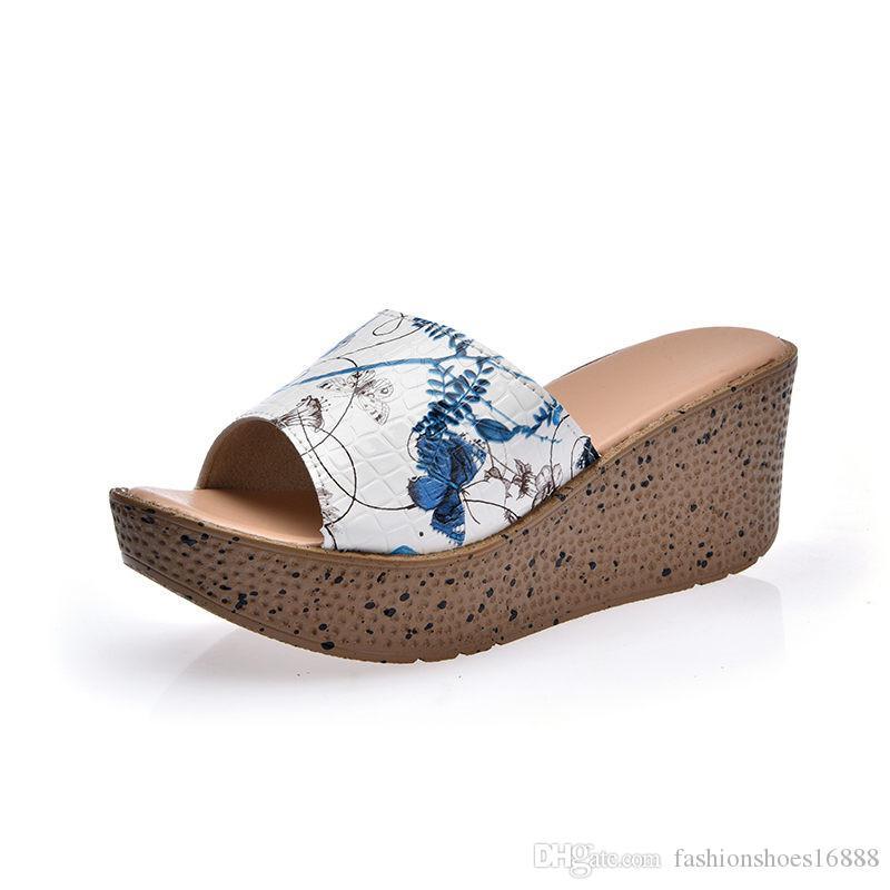 Plataformas gruesas Zapatillas de diseño de lujo Zapatillas de tacón de cuña Playa de la mujer 2019 Versión Han Moda Ocio Dulce Teenslippers Dames