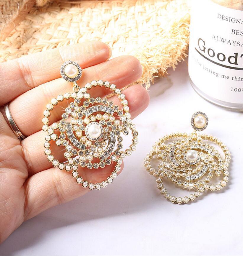 Fashion-2020 Nouvelle perle européenne et américaine Camellia Broche Perle Rhassage Queen Fan Corsage Fleur Snowflake Lettre Pin Même boucle d'oreille