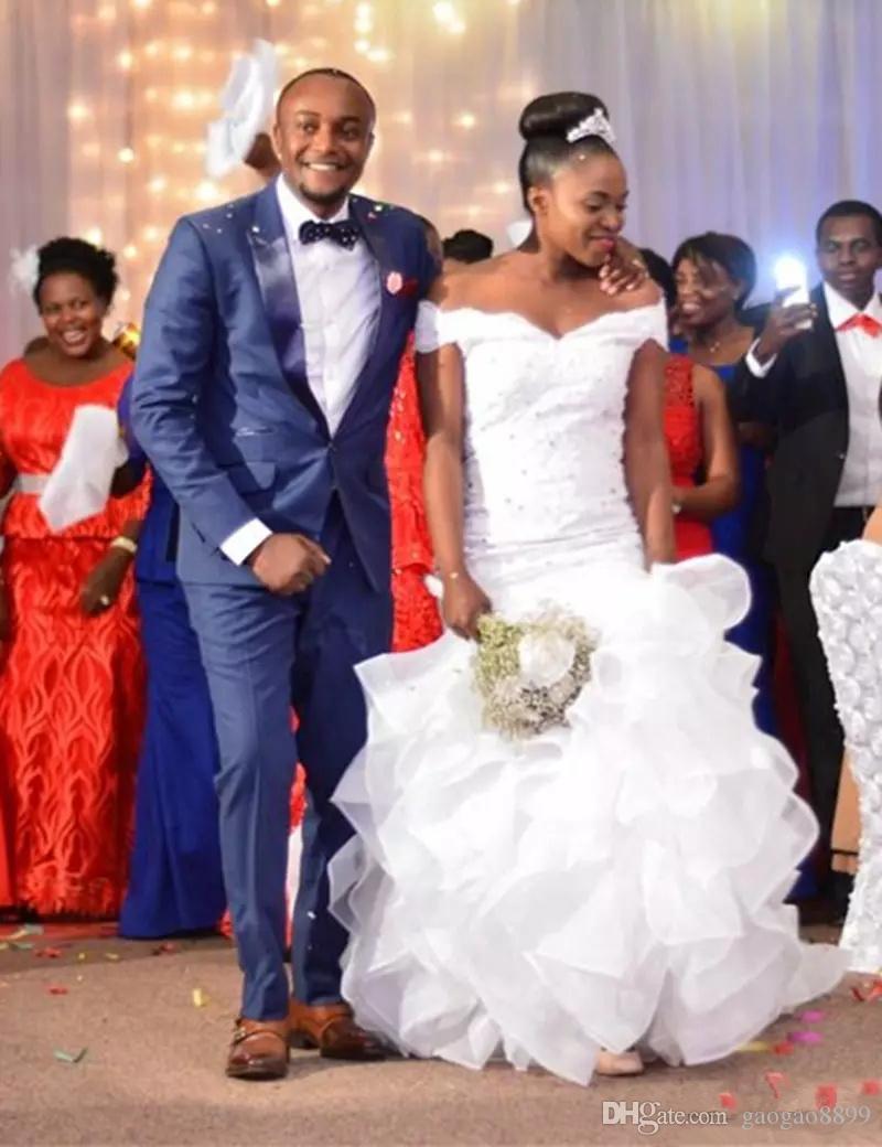2019 Hot African Nigeria Mermaid Abiti da sposa fuori a spalla Giardino a spalla Giardino a Tiered Ruffles Organza Corte Country Country Plus Size Abiti da sposa