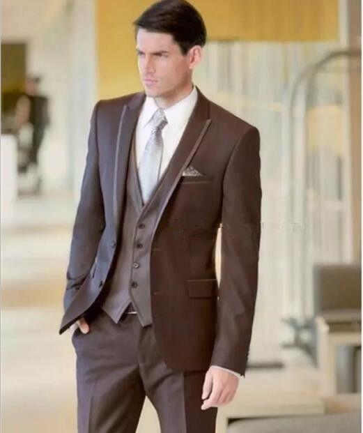 새로운 브랜드의 새로운 두 버튼 브라운 웨딩 신랑 턱시도 피크 옷깃 Groomsmen 남성 복장 댄스 파티 재킷 (자켓 + 바지 + 조끼 + 넥타이) 032