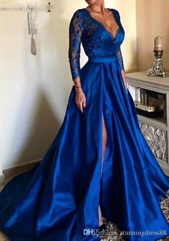 2021 Vintage Royal Azul High Slit Pageant Prom Vestidos Profundos Vestidos com Long Illusion Lace Mangas Satin Capitão ENVOLVIDO TRABALHO Vestido