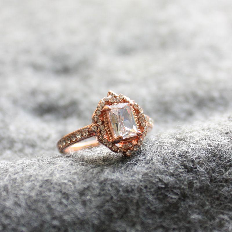 Moda Desgin Ring Big Square Clear Stone Anelli per le donne gioielli