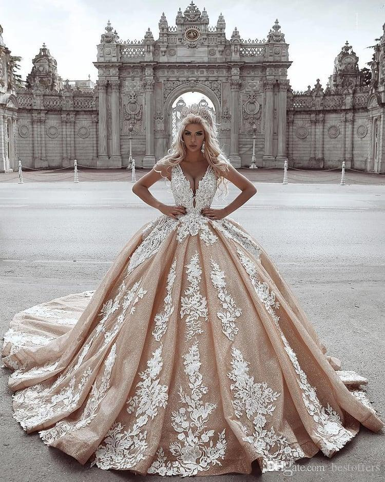Vestiti Da Sposa We Heart It.2020 Vintage Ball Gown Wedding Dresses Lace Appliqued Deep V Neck