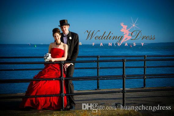 Requintado Vermelho Gótico Vestidos de Casamento Strapless Feito À Mão Flor Ruched Lace Up A Linha Sweep Train Tafetá Vestido De Noiva Do Vintage