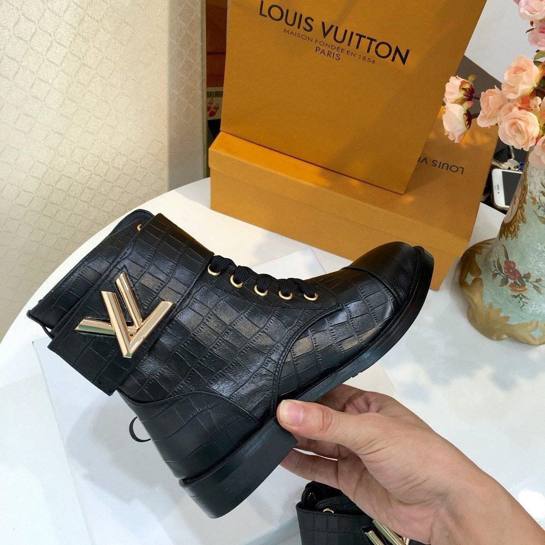 De nouvelles étagères bottes de mode pour dames avec le luxedesignertalon mince brevet sur les bottes cuissardes de combat avec boîte d'origine C01