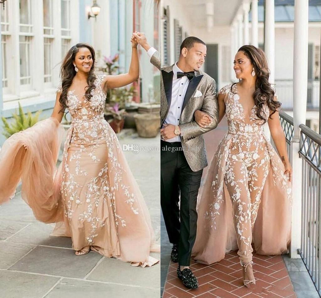 Abiti da sposa per la tuta champagne modest 2019 Overskirt collo scozzese Applique di pizzo bianco Custom Made 2019 Abiti da sposa