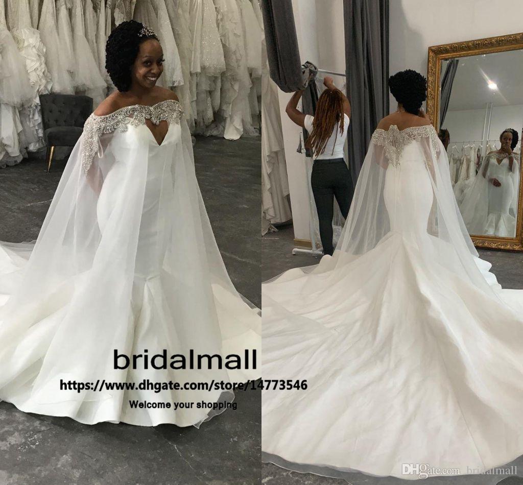 2020 Sexy Satin Sirena Vestidos de novia con cristales Cape Plus Tamaño Boho Playa Vestidos nupciales Tren Tren Vestidos de boda Vestidos de Novia