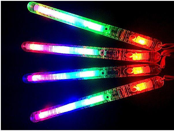 Renk Led sopa Düğün Dekorasyon Oyuncak 21cm LED Asalar Ralli Batons DJ kızdırma LED Glow ışık Yukarı Çubuk oyuncaklar