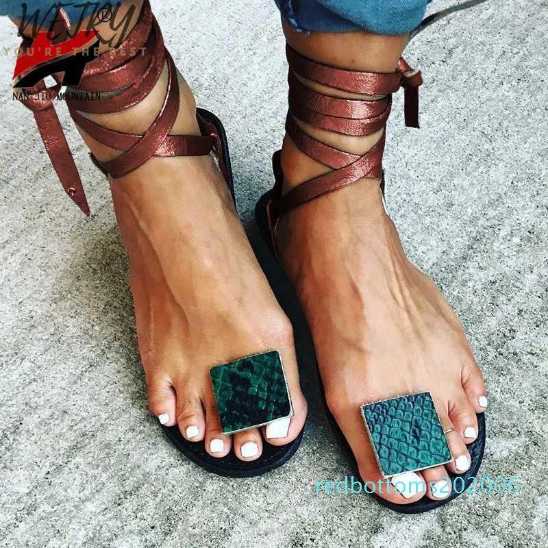 2020 Yeni Kadın Sandalet düz Tabanlı Burun Aşk Bilek Kayışı Moda Ayakkabılar kadınların Siyah Hafif Sole R06