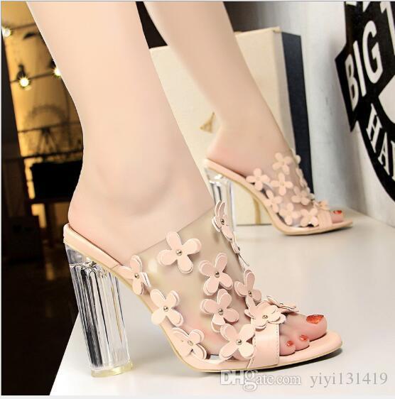 Kore versiyonu moda şeffaf kristal ile şeffaf kelime küçük çiçekler tatlı güzellik ayakkabı yaz yüksek topuklu sandalet ve kayma