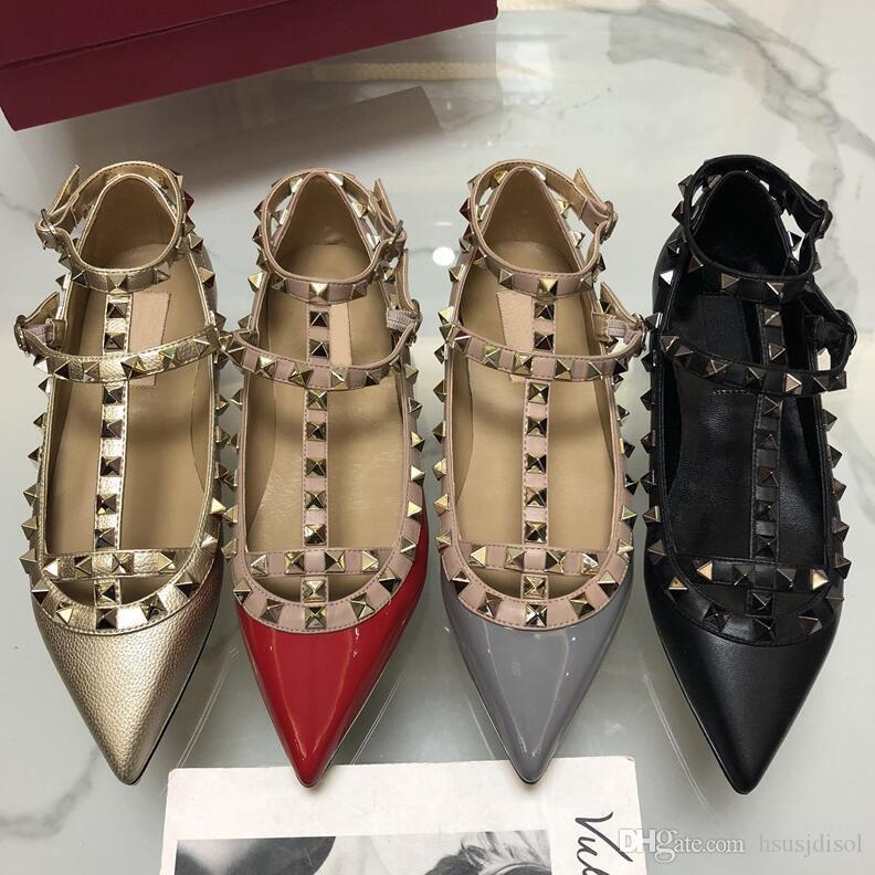 2019 Nouveau V Rivets Pointu-toe Plat Stiletto Femmes Sandales Sandales 2 Bretelles Sandales En Cuir Verni Chaussures Plates Pour Femmes Chaussures De Mariage Chaussures