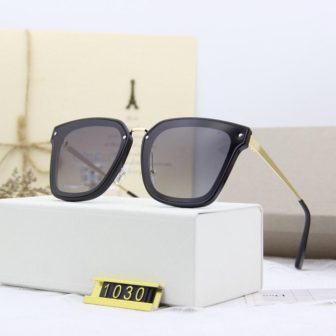 1030 Солнцезащитные очки Luxury Женщины Дизайнер Популярные Глаза Солнцезащитные очки Кристалл Мода Стиль Женщины