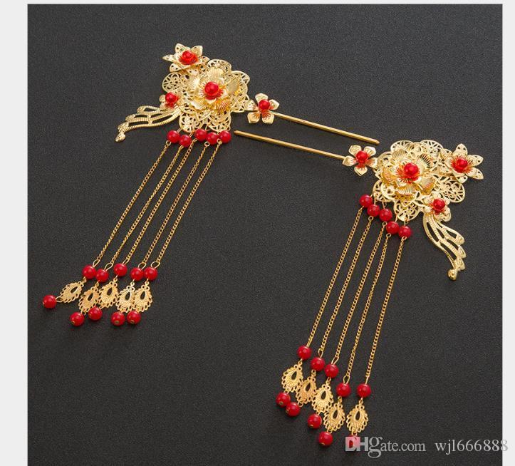 Tocado de novia chino con horquilla de flor dorada en traje antiguo