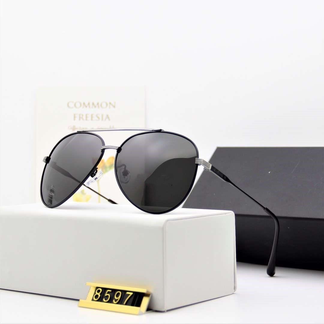 Venta al por mayor 2019 Bao Shi Jie nuevos hombres y mujeres de las gafas de sol polarizadas 8597 personalidad tendencia de la moda gafas de sol de espejo de rana de gafas retro