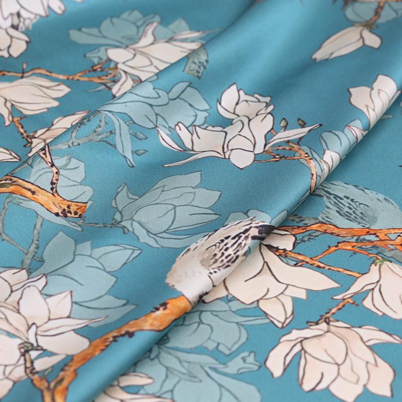 El 108CM ancho 19MM 93% Seda 7% Spandex Blanco Orchard Imprimir estiramiento azul satén de seda de tela para el vestido cheongsam B191 chaqueta de la camisa