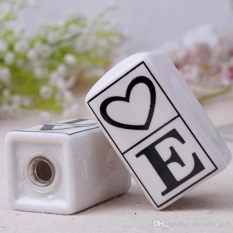 Hot Hochzeit Bevorzugungen Souvenirs Geschenke für Gäste Liebe Keramik Salz-und Pfefferstreuer favorisiert Geschenke zurückgeben Topf Aromatisieren