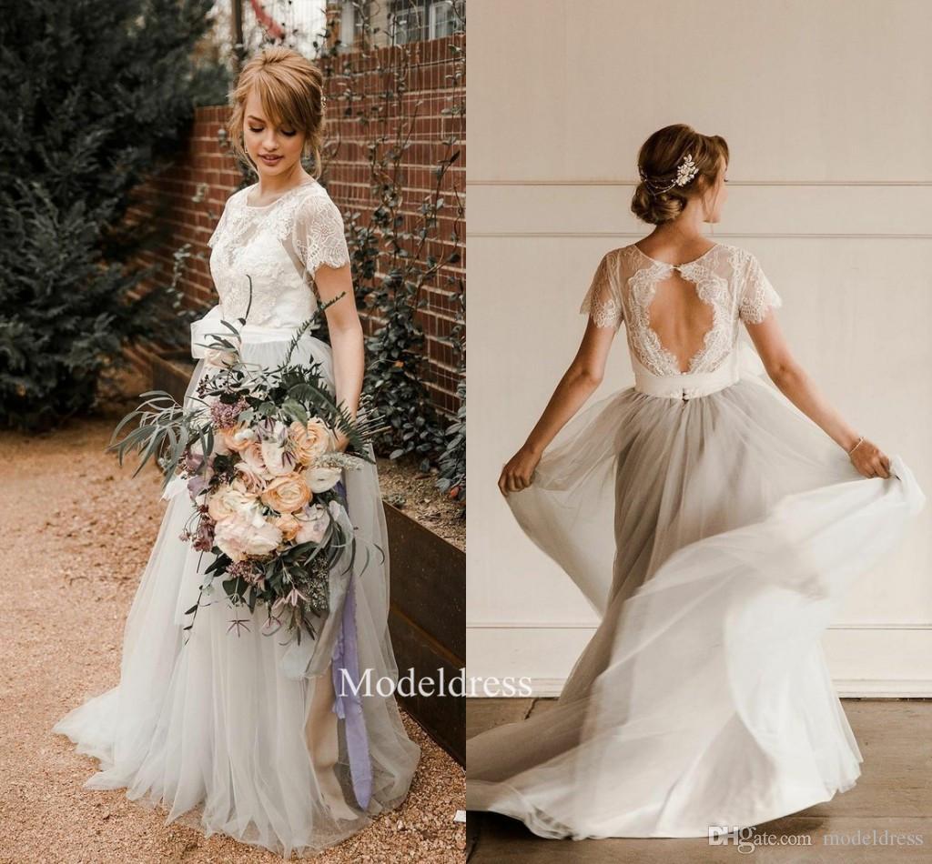 2019 Robes de mariée de style bohème de charme appliques de dentelle dentelle à manches courtes Une ligne dos ouvert Long Beach Pays robes de mariée Robe de noiva