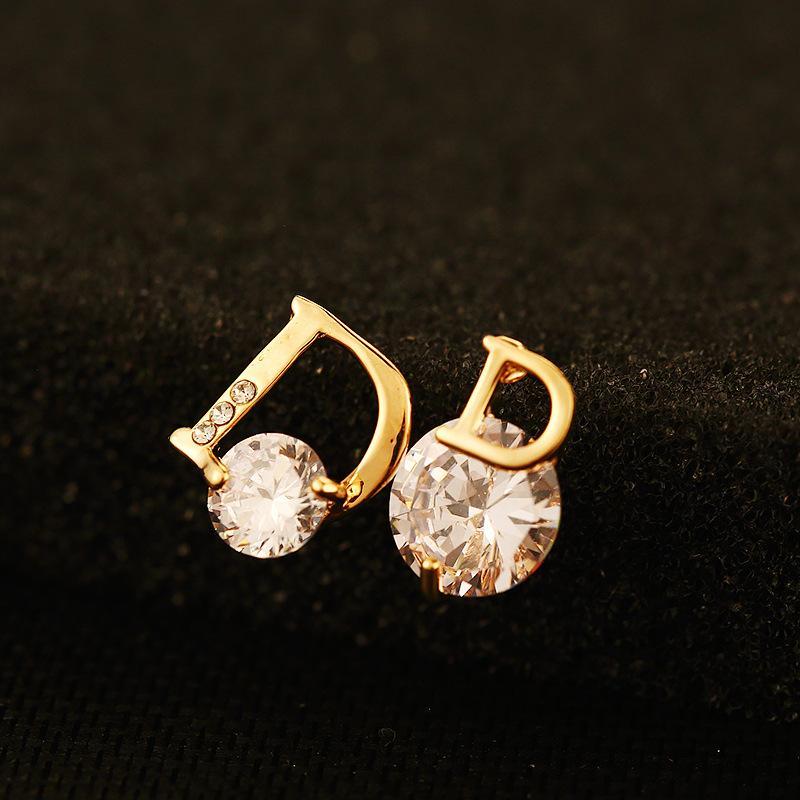 2020 neue Art und Weise Zircon Asymmetric-Bolzen-Ohrringe für Frauen 18K Gold überzieht Brief Marke Schmucksache-Qualität