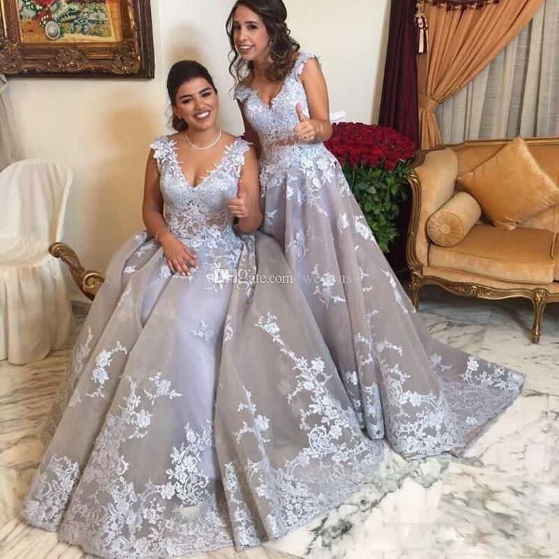 Stunning Grey A-line Puffy Prom Dresses V-neck Lace Appliques Organza Evening Gown Sweep Train Country Bridesmaid Dress