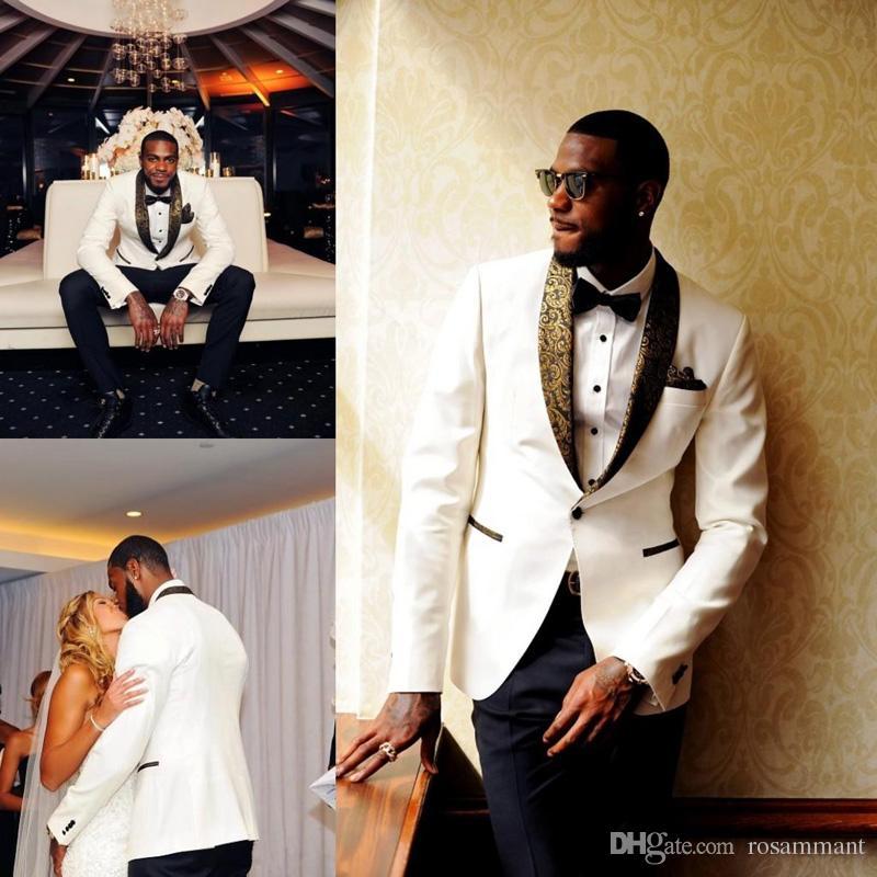 Bonito Branco Smoking De Casamento Slim Fit Padrão De Ouro Laple Ternos Para Homens Barato Um Botão Noivo Terno Só O Casaco E Lenço
