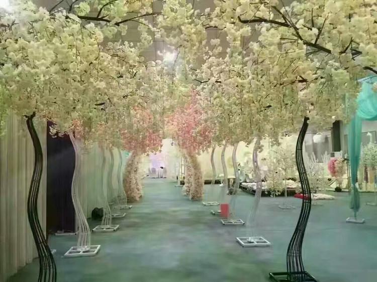 ارتفاع 2.6M الأبيض الاصطناعي زهرة الكرز شجرة الرصاص طريق محاكاة الكرز زهرة مع الحديد قوس الإطار للحصول على الدعائم حزب الزفاف