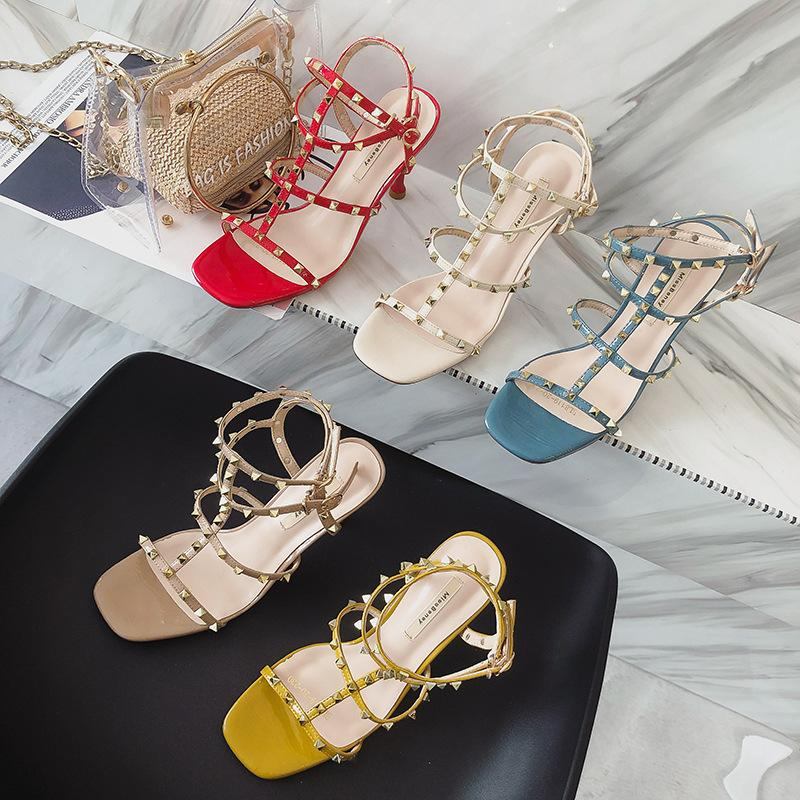 Vente chaude-Mode D'été Dames Sexy Carré Toes Boucle Sangle Talons Hauts Femmes Punk Rivets Mary Jane Chaussures Sandales Livraison Gratuite