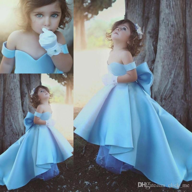 Nette blaue weg von der Schulter Mädchen-Festzug-Kleider Kinder Big Bow Satin Hoch Tief Blumenmädchenkleider für Hochzeit Kindergeburtstag-Party-Kleider