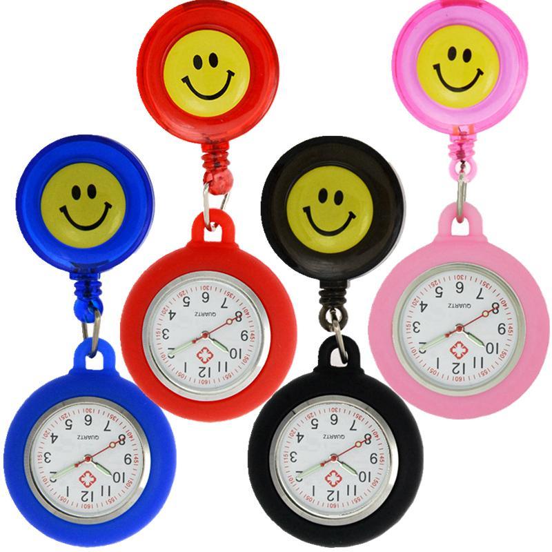 bunte Frauen Damen Mens Silikon Karikaturostlächeln Tasche Arzt Krankenschwester Uhren White Angel Krankenhaus Badge Reel skalierbare Uhr
