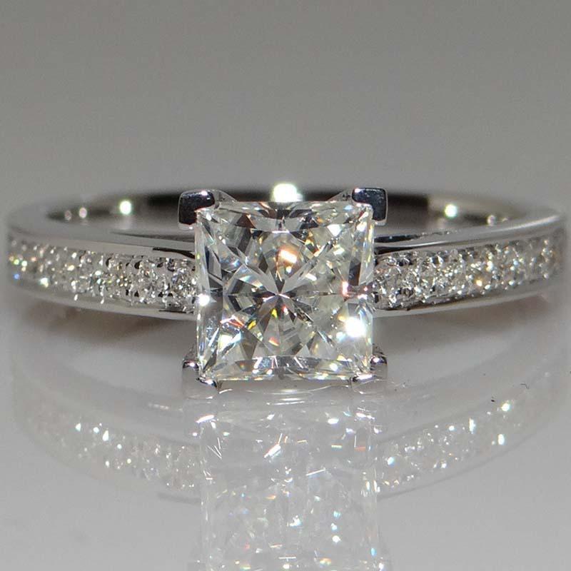 18k classique anneaux diamant bague en diamant carré Quatre anneaux Top Design femmes de bijoux design de luxe pour se marier