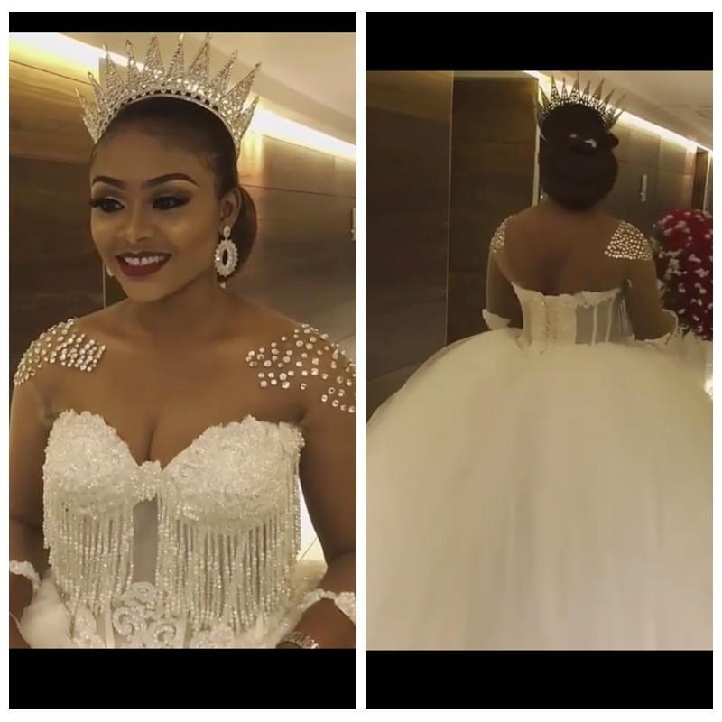 African Brautkleider mit bloßem Ausschnitt gebördelte Kristall Brautkleider Perlen verziert Crystals Brautkleider Tulle vestido de novia