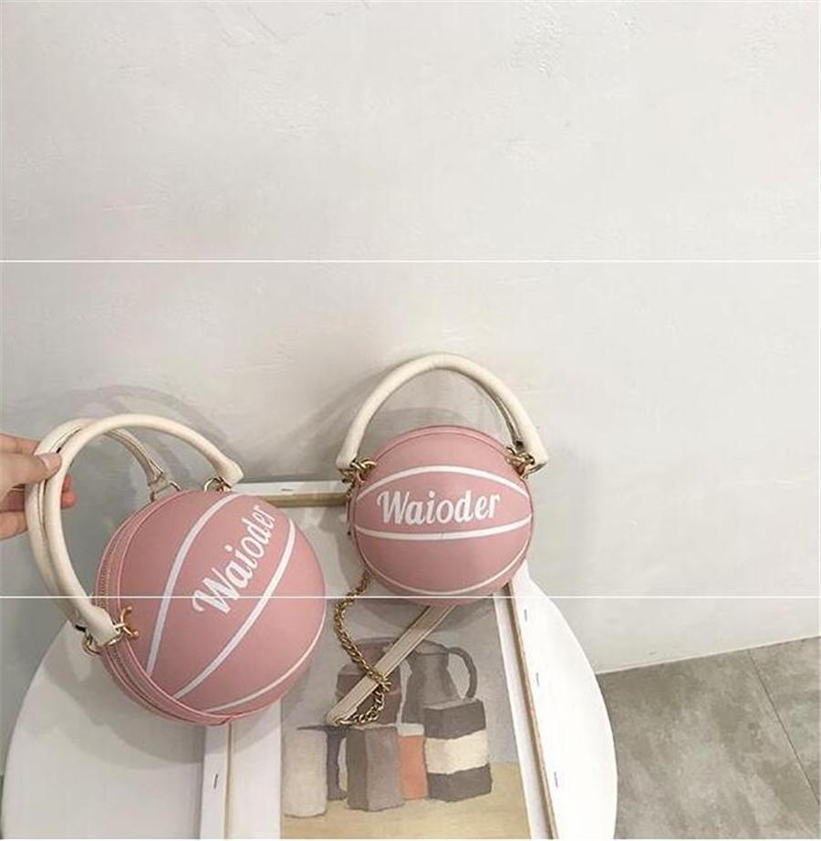 Big Circle Sac de paille de luxe Femmes Sacs de plage pour l'été Grand Basketball Femmes Messenger Bag Vintage Sacs à main Voyage C48 # 94262