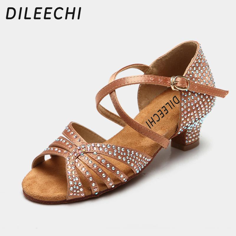 DILEECHI Elmas dekore Saten latin dans ayakkabıları Kumaş Koyu Tan Siyah Renk Düşük Topuk 45mm Gençler Latin Dans Ayakkabıları Sandalet