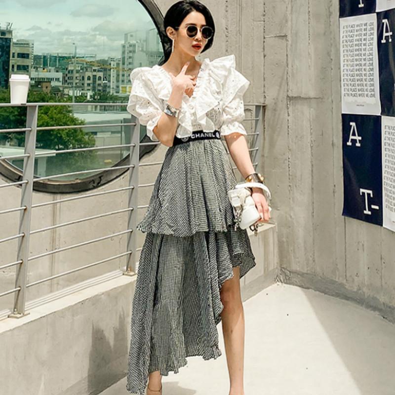 Sottile della Corea Backless Puff Sleeve Ruffles V-Neck Camicetta bianca stratificata irregolare Plaid Gonna caviglia dell'oscillazione vestito casuale