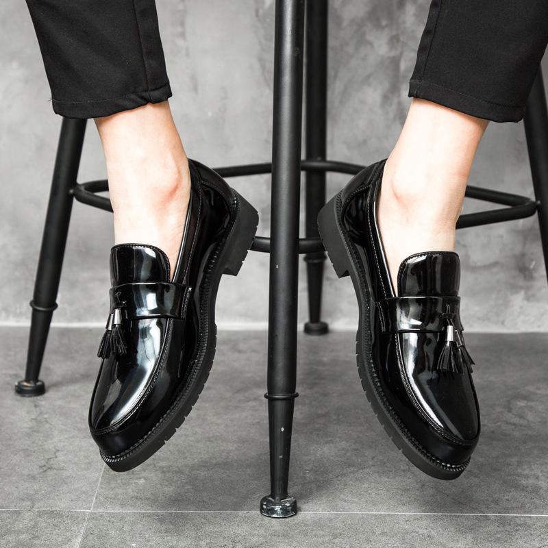 أحذية الرجال النمط الإيطالي أكسفورد جديد رجل اللباس القوس الظل براءات الاختراع والجلود أزياء العريس أحذية الزفاف jkm8